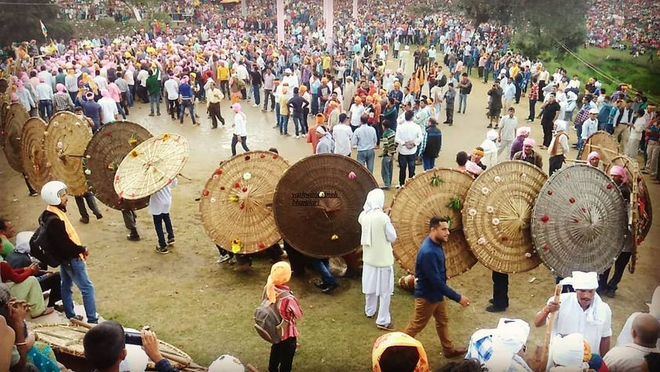 Lễ hội ném đá ở Ấn Độ khiến 77 người bị thương chỉ trong 7 phút - 4