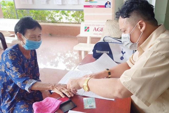 Hàng nghìn lao động khó khăn ở Phú Quốc vui mừng khi nhận tiền hỗ trợ - 1
