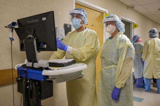 Bệnh nhân Covid-19 tăng cao, nhiều bệnh viện Mỹ cạn kiệt oxy - 1