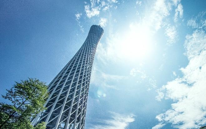 Ngọn tháp cao nổi tiếng Trung Quốc, cong mềm mại như siêu mẫu - 1
