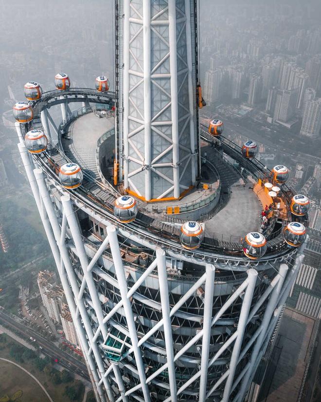 Ngọn tháp cao nổi tiếng Trung Quốc, cong mềm mại như siêu mẫu - 3