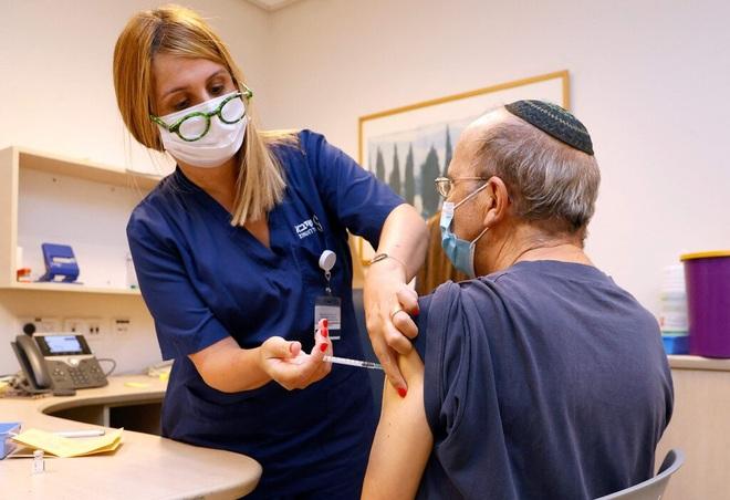 WHO đảo ngược đánh giá về mũi vắc xin Covid-19 thứ ba - 1