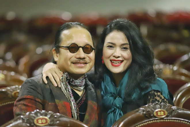 Nghệ sĩ saxophone Trần Mạnh Tuấn khóc khi vợ vào thăm