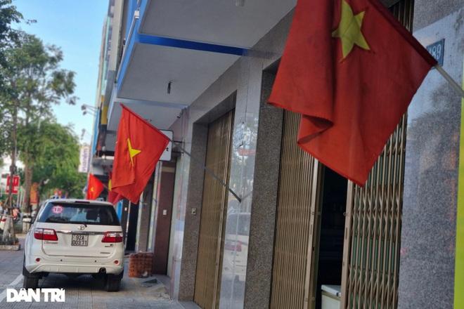Đường phố Đà Nẵng đỏ thắm sắc cờ đón Tết Độc lập đặc biệt - 2
