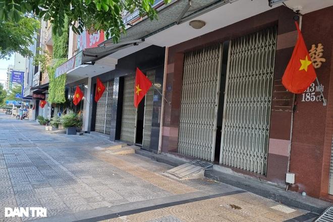 Đường phố Đà Nẵng đỏ thắm sắc cờ đón Tết Độc lập đặc biệt - 3