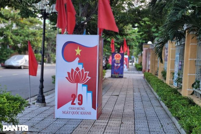 Đường phố Đà Nẵng đỏ thắm sắc cờ đón Tết Độc lập đặc biệt - 4