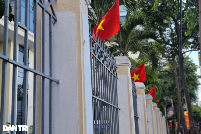 Đường phố Đà Nẵng đỏ thắm sắc cờ đón Tết Độc lập đặc biệt - 5