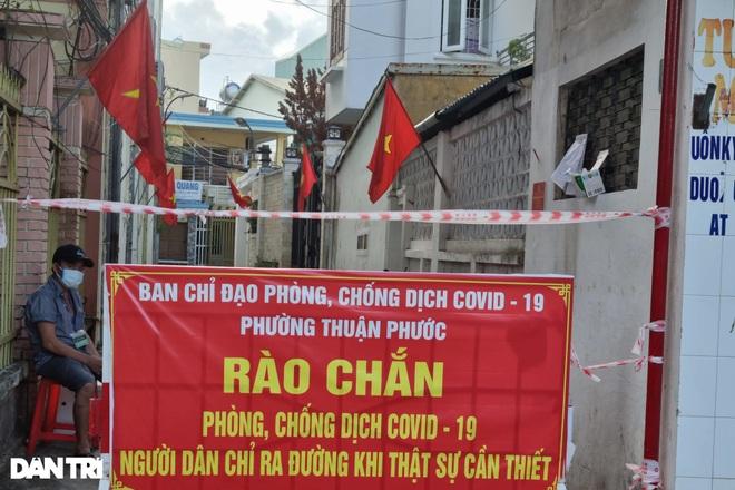 Đường phố Đà Nẵng đỏ thắm sắc cờ đón Tết Độc lập đặc biệt - 9