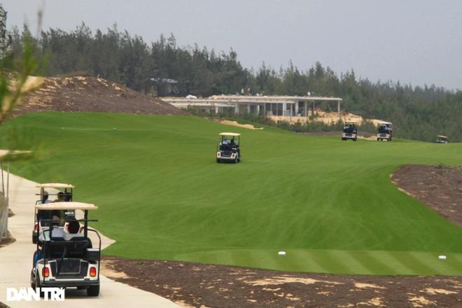 Giám đốc Trung tâm du lịch ngụy tạo giấy mời để cứu cán bộ chơi golf - 1