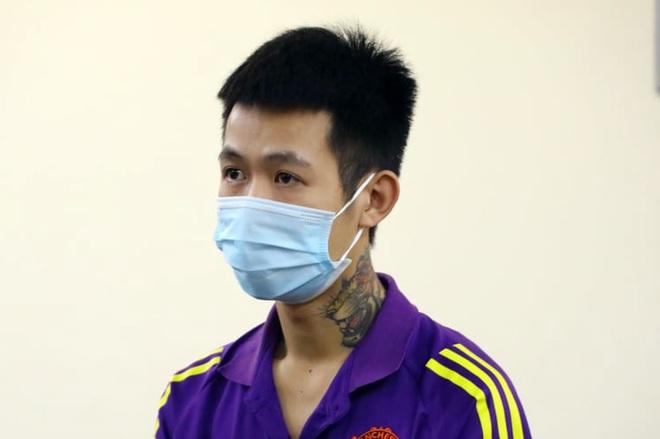 Hà Nội: Thông chốt bất thành, nam thanh niên đấm vào mắt cán bộ kiểm dịch - 1