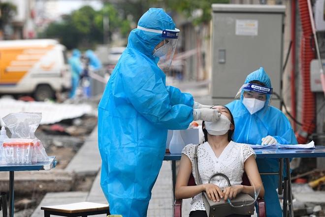 Hà Nội: 14 F0 trong khu cách ly; tiêm hơn 4,9 triệu liều vắc xin - 1
