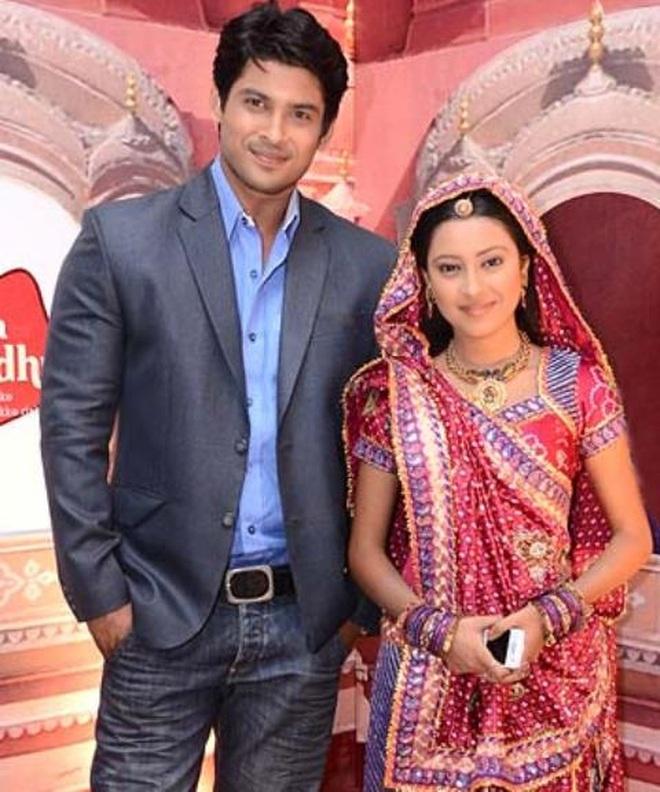 Nam diễn viên Siddharth Shukla (trái) và nữ diễn viên Pratyusha Banerjee - hai diễn viên của Cô dâu 8 tuổi đều đã qua đời.
