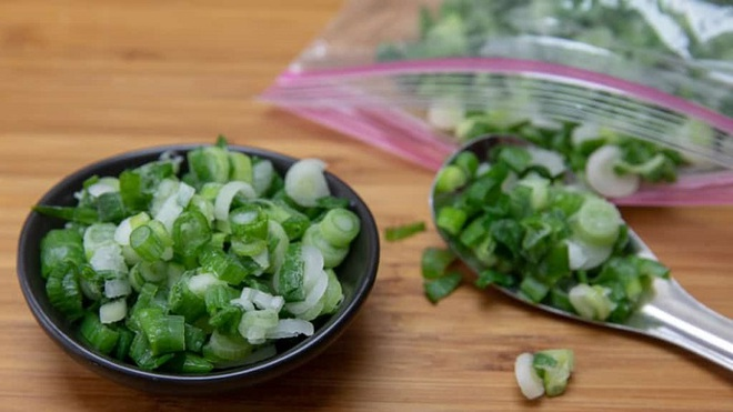 Bỏ túi mẹo nhỏ bảo quản các loại rau gia vị trong mùa dịch - 1