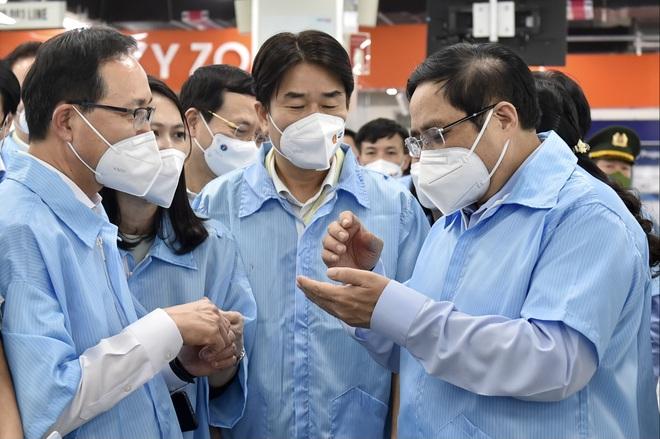 Thủ tướng thăm nhà máy Samsung Thái Nguyên, muốn đại bàng đầu tư lâu dài - 1