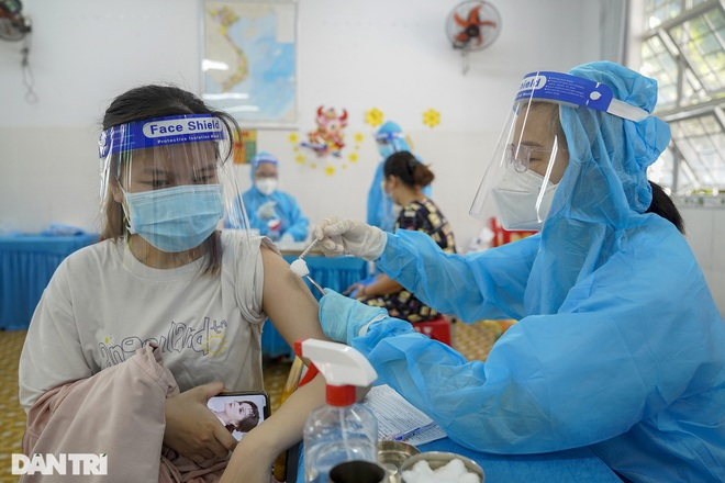 TPHCM: Những ai được tiêm mũi 2 vắc xin Covid-19 trong nửa đầu tháng 9? - 1