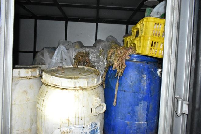 Người đàn ông Hà Nội vào Thanh Hóa mua 3 tấn gà chết và nội tạng hôi thối - 2