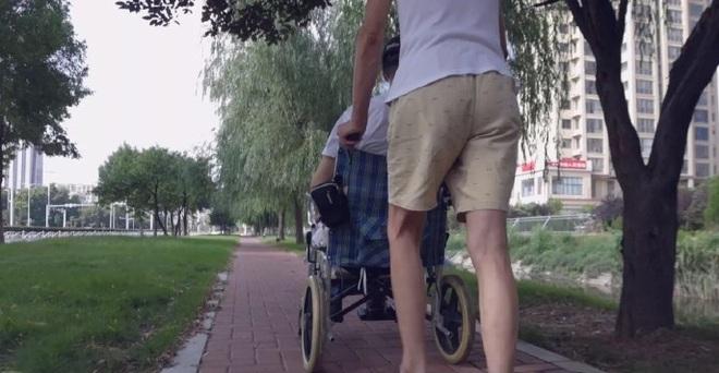 Chàng trai ngồi xe lăn thành sứ giả cứu vãn hôn nhân của nhiều cặp đôi - 1
