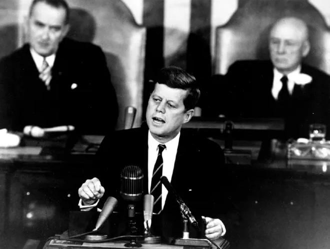 Bài phát biểu thôi thúc nước Mỹ chinh phục Mặt Trăng của Tổng thống Kennedy - 1