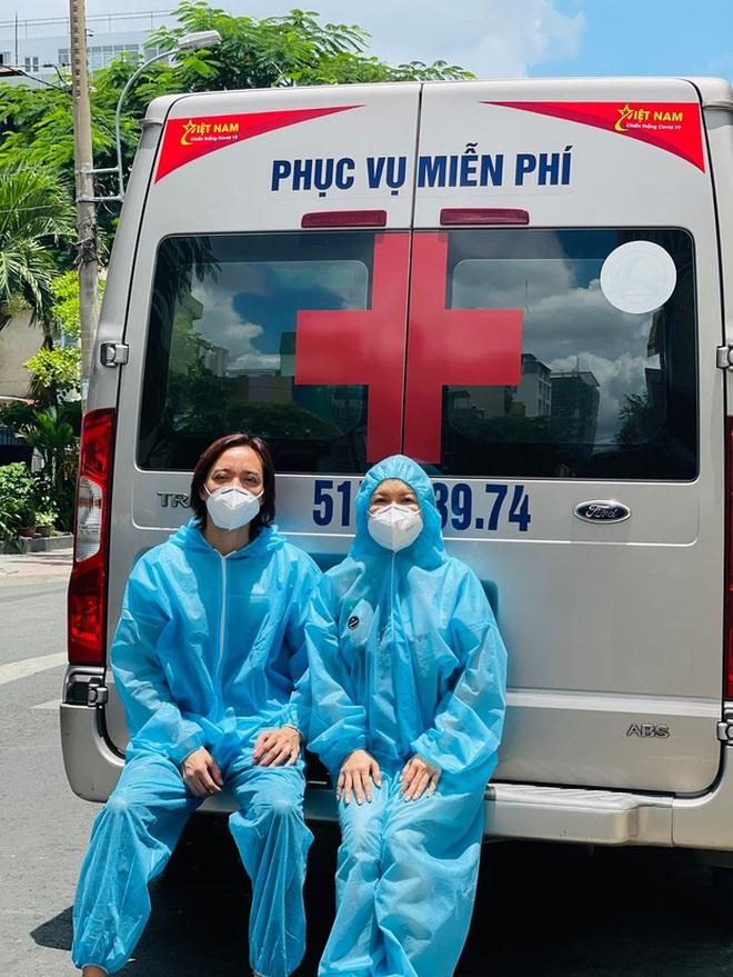 Bị trộm bẻ khóa xe chở đồ từ thiện, Việt Hương livestream đòi lại giấy tờ - 2