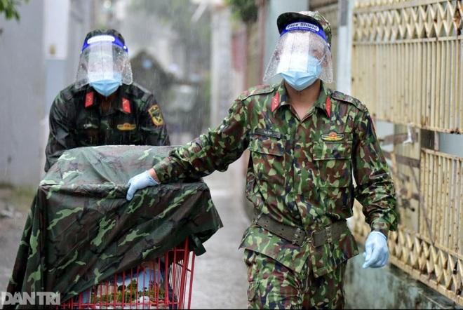 Thủ tướng chỉ đạo Bộ Công an xử lý việc bom hàng đi chợ hộ tại TPHCM - 1