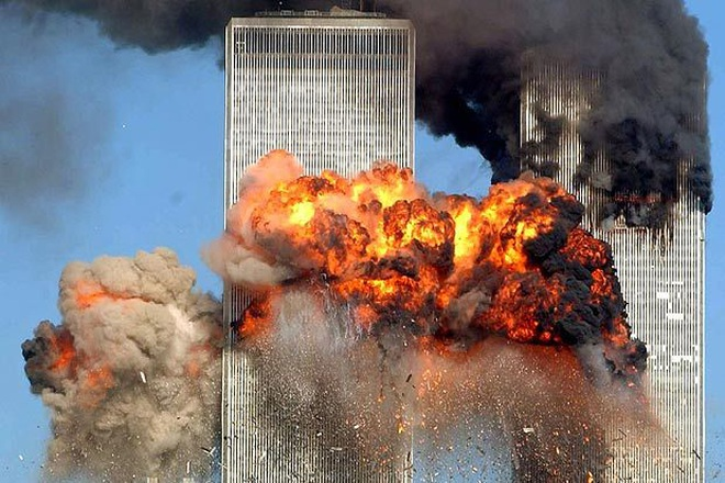 Người sống sót thần kỳ trong vụ 11/9 kể lại cú rơi từ tầng 15 - 1