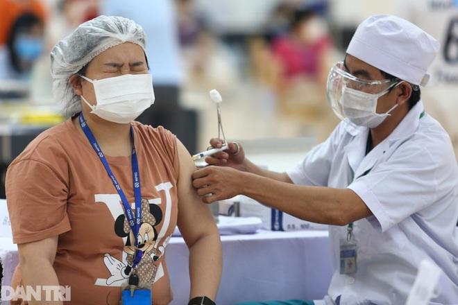 TPHCM: Tỷ lệ dương tính trong cộng đồng qua test nhanh giảm mạnh - 1