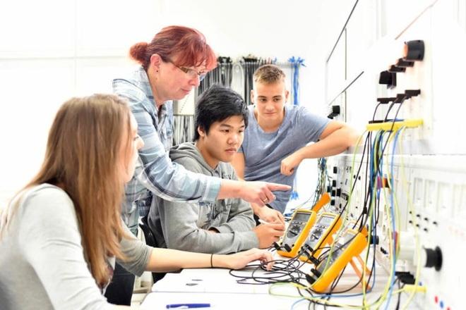 Giáo dục kỹ thuật và đào tạo nghề, cách lựa chọn thay thế cho đại học - 1