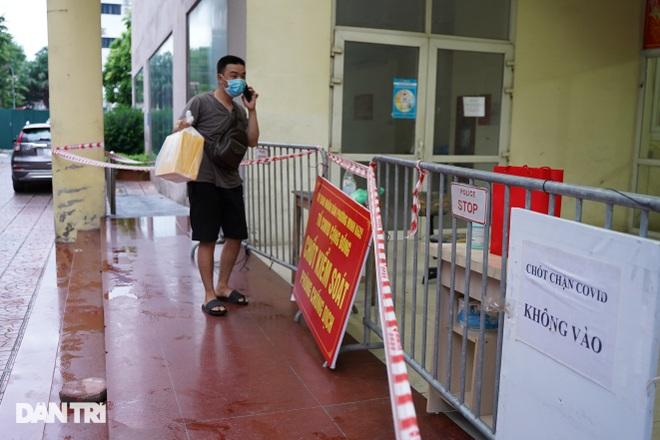 Phong tỏa chung cư ở Hà Nội có 7 F0, một hiệu thuốc liên quan phải đóng cửa - 3