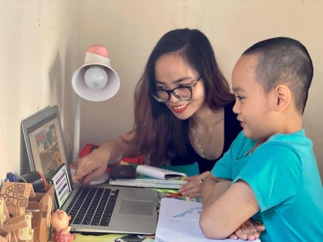 Chủ tịch Hội Khuyến học Việt Nam phát động phong trào Máy tính cho em - 2