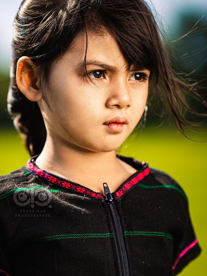 The set of pictures of the girl with Pleiku eyes caused a fever in the online community - 1