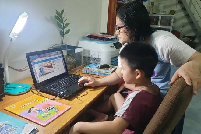 Trên 60% học sinh tiểu học Đắk Lắk không có điều kiện học trực tuyến - 1