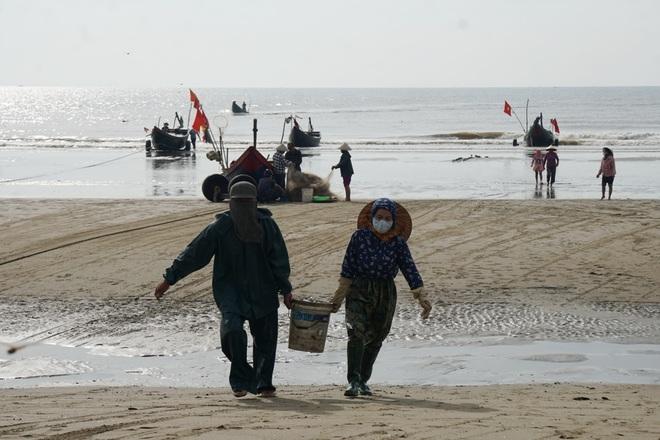 Những mẻ cá chạy bão số 5 của ngư dân xứ Thanh - 9