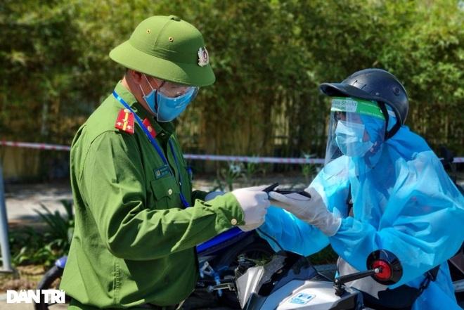 Đà Nẵng gia hạn giấy đi đường mã QR đến ngày 18/9 - 1