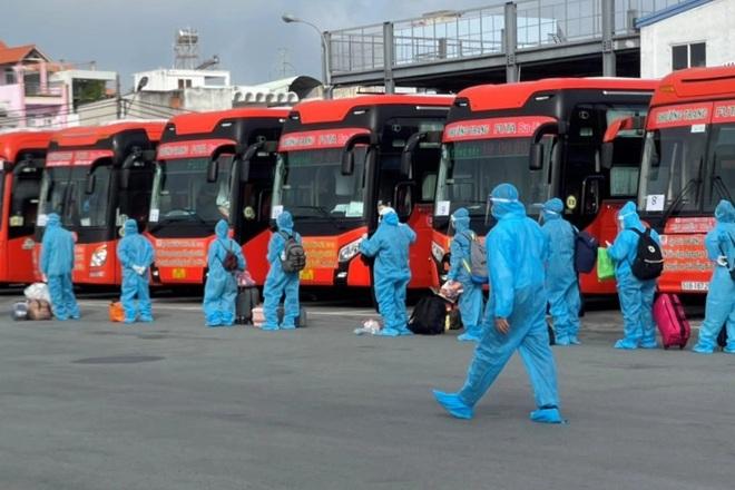 Bạc Liêu lần đầu tiên đón hơn 200 công dân, lao động ở TPHCM về địa phương - 1