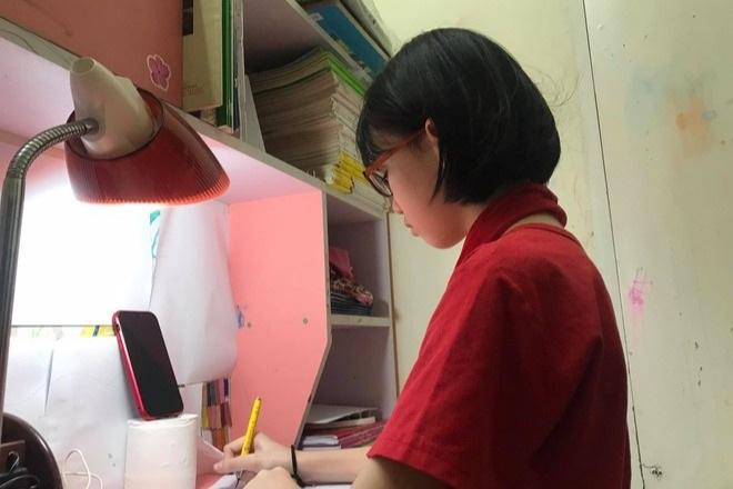 Học sinh mờ mắt vì học thêm trực tuyến 6 buổi/tuần - 1