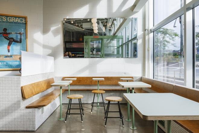 Thiết kế độc lạ giúp quán cà phê hút khách và tiết kiệm điện năng - 8