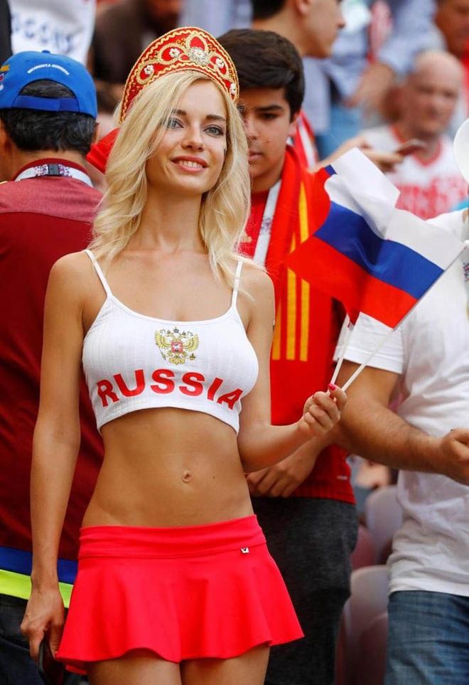 Những quốc gia sở hữu các nữ cổ động viên bóng đá gợi cảm nhất - 1