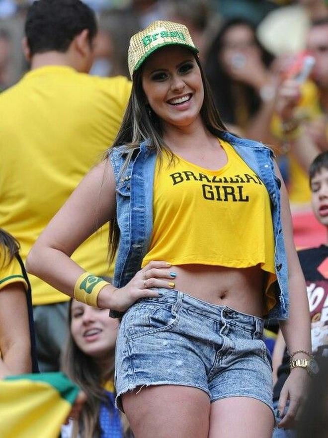 Những quốc gia sở hữu các nữ cổ động viên bóng đá gợi cảm nhất - 5