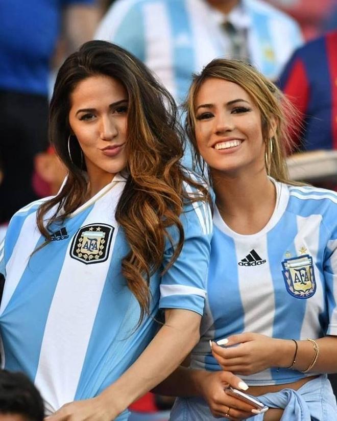 Những quốc gia sở hữu các nữ cổ động viên bóng đá gợi cảm nhất - 8