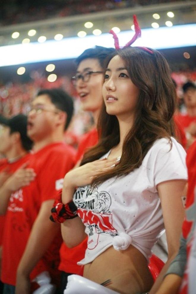 Những quốc gia sở hữu các nữ cổ động viên bóng đá gợi cảm nhất - 10