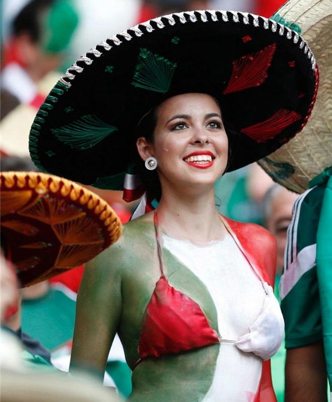 Những quốc gia sở hữu các nữ cổ động viên bóng đá gợi cảm nhất - 12