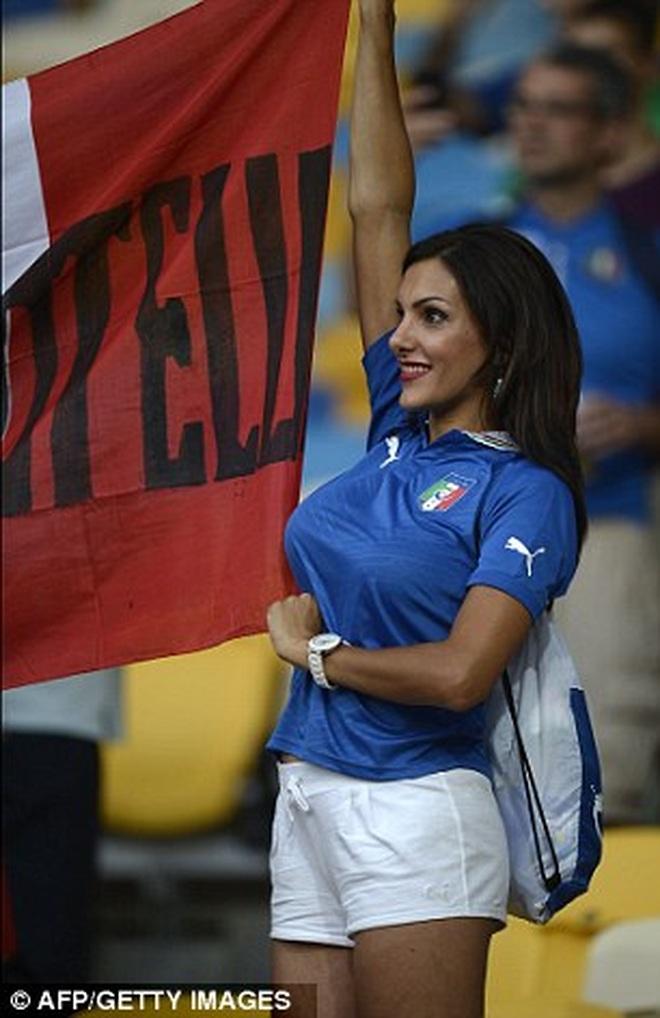 Những quốc gia sở hữu các nữ cổ động viên bóng đá gợi cảm nhất - 16