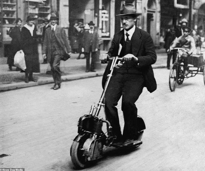 Bất ngờ với hình ảnh scooter chạy trên đường phố từ cách đây hơn một thế kỷ - 4