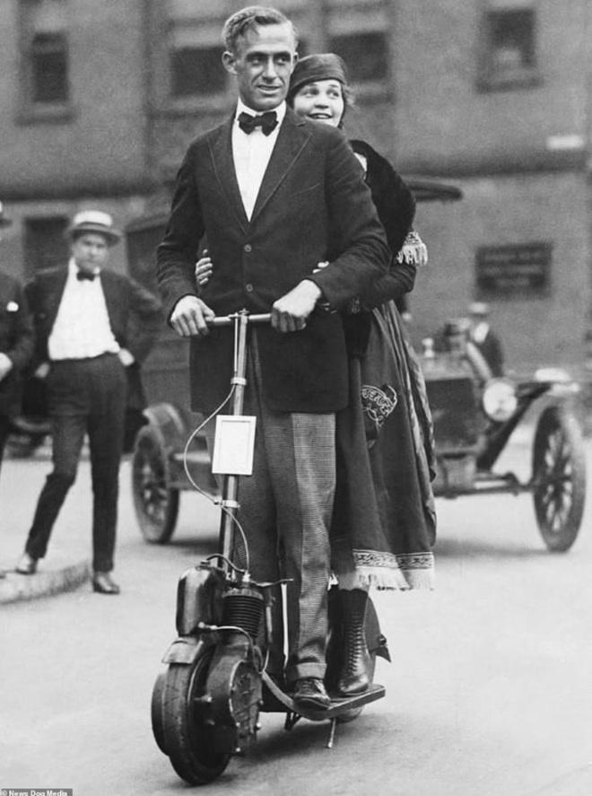 Bất ngờ với hình ảnh scooter chạy trên đường phố từ cách đây hơn một thế kỷ - 7