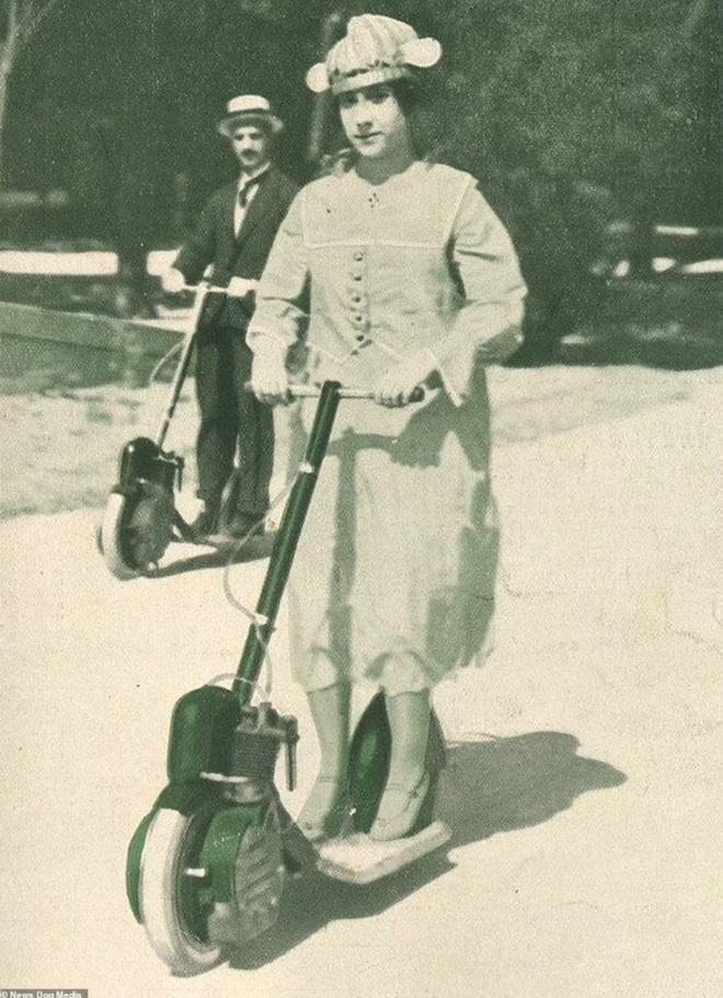 Bất ngờ với hình ảnh scooter chạy trên đường phố từ cách đây hơn một thế kỷ - 8
