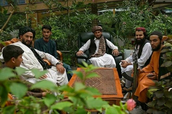 150 tay súng Taliban sống trong biệt phủ của cựu phó tổng thống Afghanistan - 1