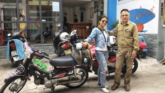 Hạnh phúc ngang đường của cô gái trốn nhà đi xuyên Việt một mình - 1