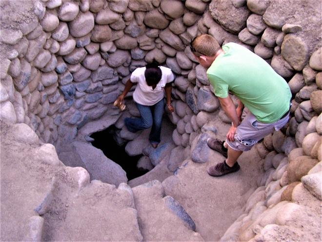 Bí ẩn loạt hố xoắn ốc đắp đá kỳ lạ ở Peru - 2