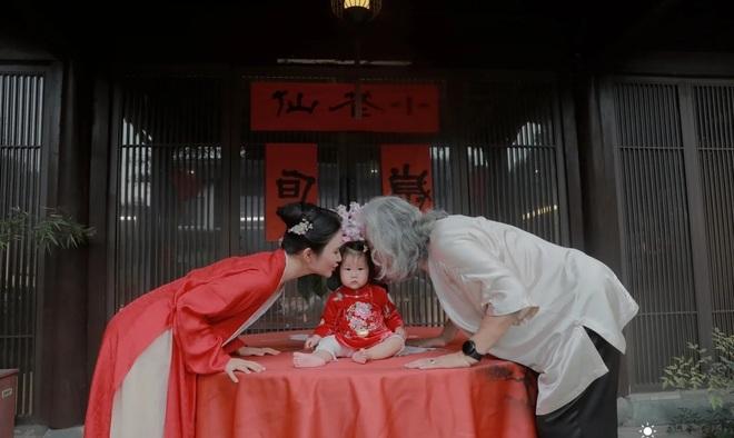 Ở tuổi 70, đạo diễn phim võ hiệp Trương Kỷ Trung mừng con gái tròn một tuổi - 3