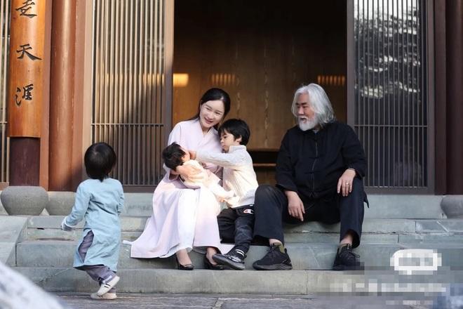 Ở tuổi 70, đạo diễn phim võ hiệp Trương Kỷ Trung mừng con gái tròn một tuổi - 10